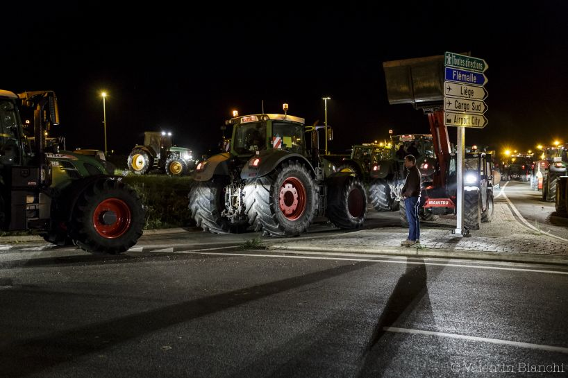 Tractors block the access to the Liège airport during a protest by dairy farmers against the low price of milk, Liège, Belgium. August 18th 2015 - © Valentin Bianchi